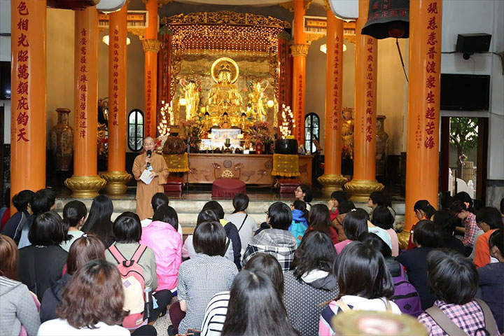 女同學前往屏東南海寺尼眾僧團參訪