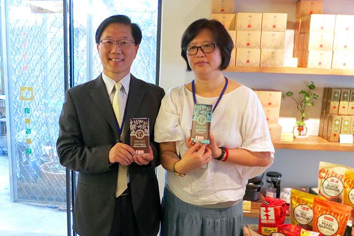 里仁副總經理韓敬白先生(左)與馥聚創辦人呂美莉女士(右)合影