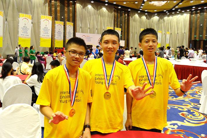 三位參賽的國二學生:黃鈺程、姜右軒、葉政嘉