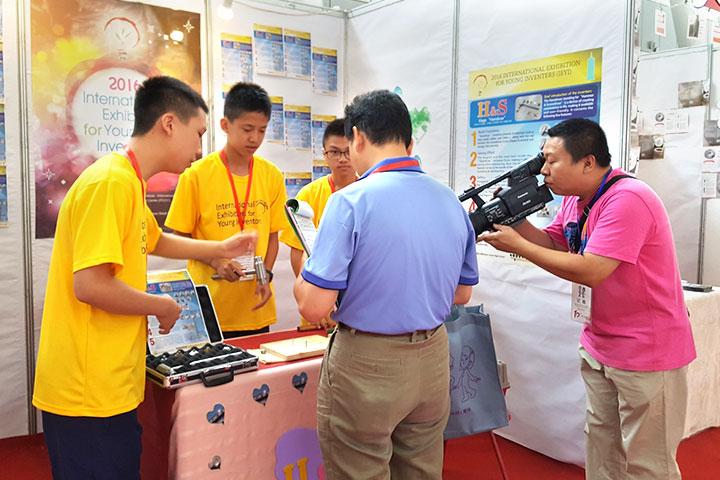 IEYI世界青少年發明展,福智國中學生受採訪