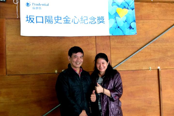向日農場許友勝(左)與保德信人壽壽首席壽險顧問吳明芬(右)合影