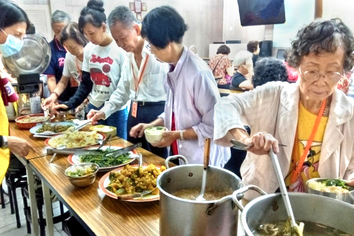 福智慈善基金會推銀髮族共餐,全臺10個據點