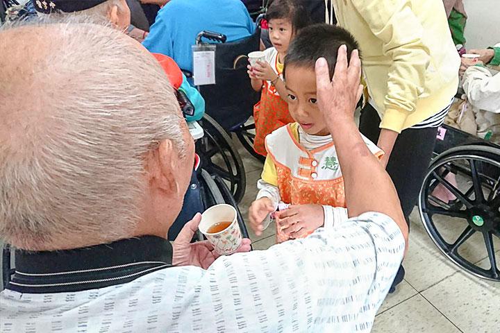 福智拜訪雲林榮民之家,向老人傳遞溫馨關懷