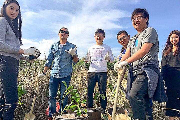 臺北大學同學擔任種子老師協助種樹執行