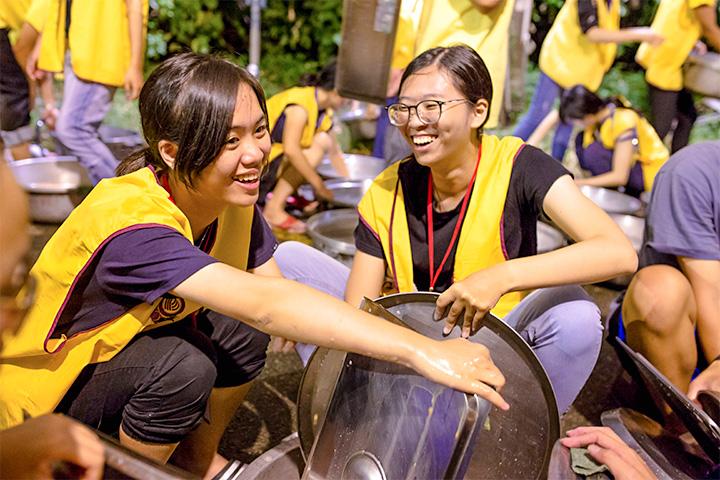 每年寒暑假舉辦「大專青年生命成長營」