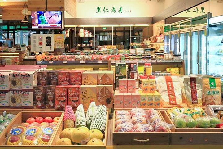 向各國蔬食推廣組織介紹在台灣的里仁公司提供 100% 的素食無蛋食材