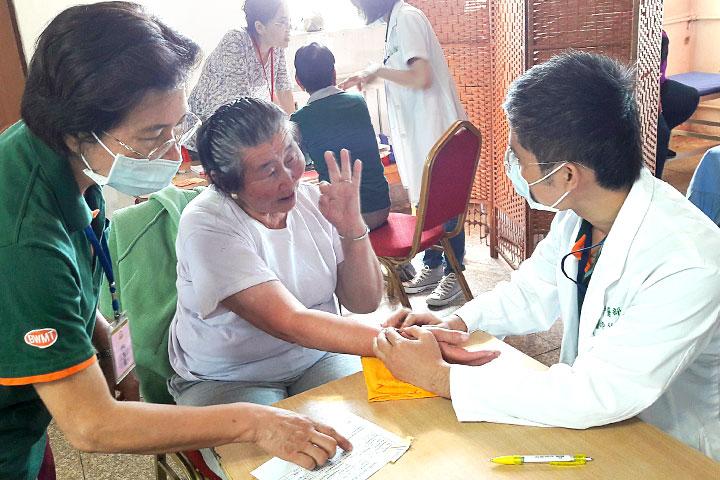 福智慈善基金會「醫療服務團」,深入蒙古西北最遠三省義診
