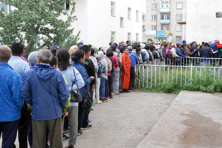 居民排隊等候號碼牌看診
