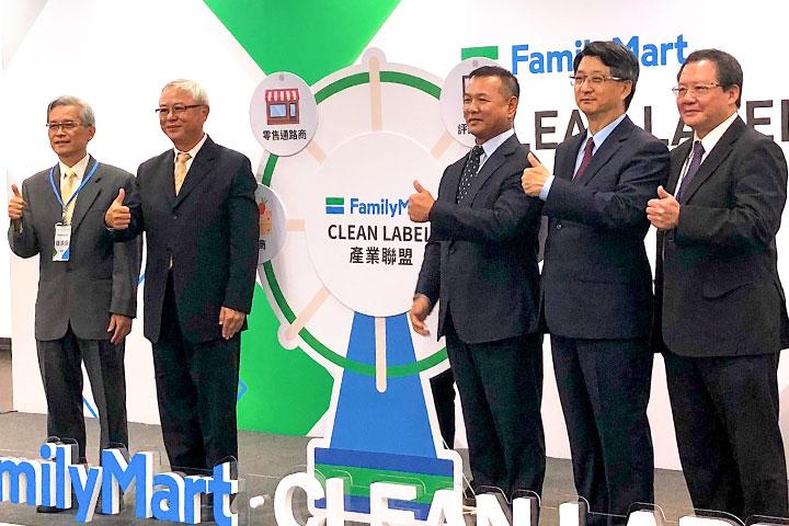 慈悅國際總經理鍾淳淵(左一)參與全家便利商店 Clean Label 產業論壇