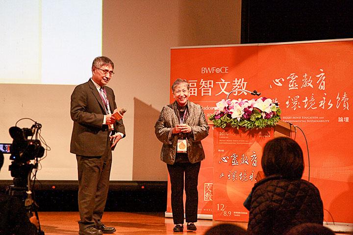 國立雲林科技大學校長楊能舒(左)