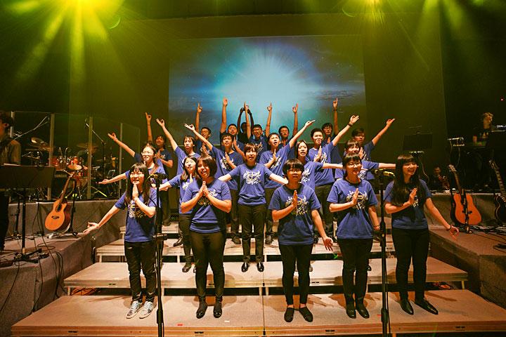 福智青年讚頌團以美麗花季為主題演繹讚頌樂曲