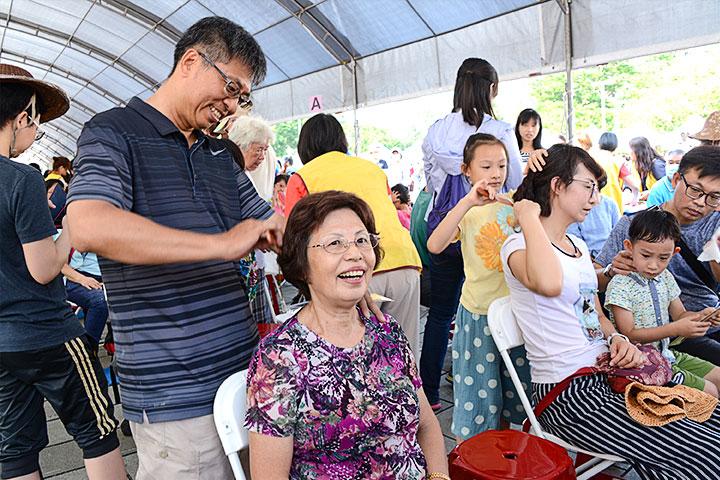 福智文教基金會長期推動敬老孝親,透過活動鼓勵大眾用愛陪伴長輩