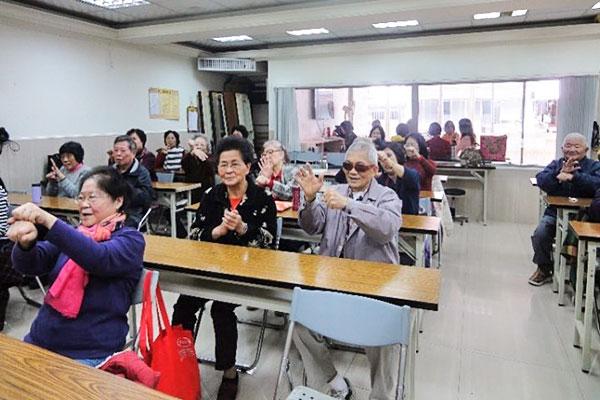 福智慈善基金會提供長者歡喜學習的樂活課程
