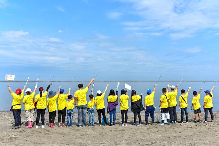 「2019淨灘總動員」福智與臺中市政府、企業團體響應世界地球日