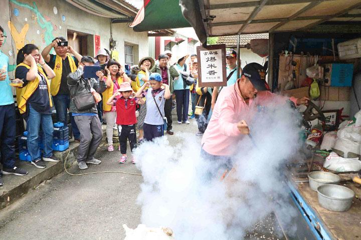 福智慈善基金會結合紫雲社區舉辦「青春爺奶 Happy-Go」活動