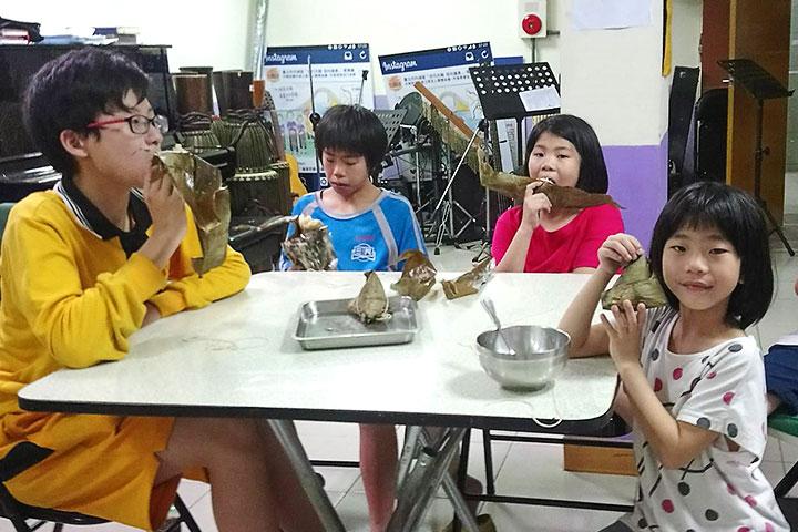 里仁與消費者響應「粽葉飄香傳愛千里」,與弱勢家庭分享好粽