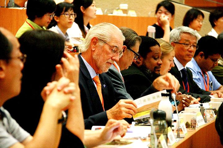 重視國際交流,舉辦農業研討會,並積極參與國際事務