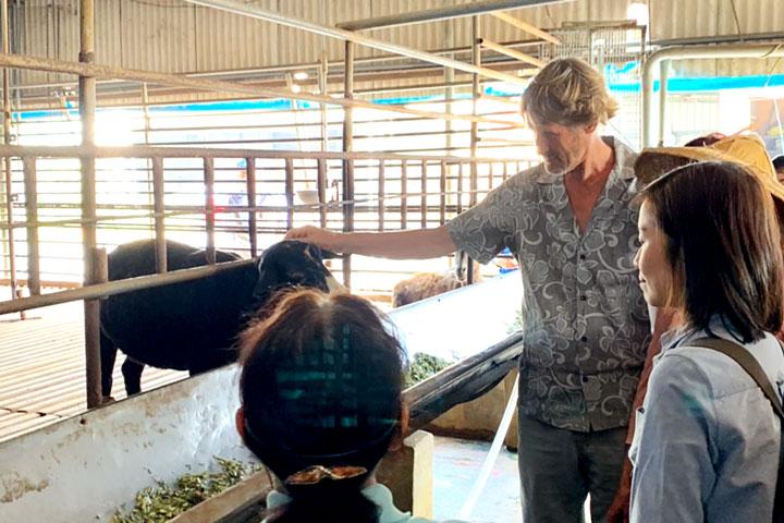 塔托博士參訪福智關廟護生園區,稱許為良好護生典範