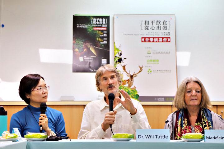 走遍世界的塔托博士此次受慈心基金會與里仁邀約來臺,對臺灣有機農業發展及素食文化印象深刻,認為臺灣能成為世界和平的燈塔,傳遞正向的影響力
