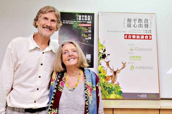 慈心基金會與里仁邀請國際蔬食倡議先驅威爾塔托博士來台。塔托博士與藝術家妻子梅德琳,長期巡迴全美宣導純素飲食的理想