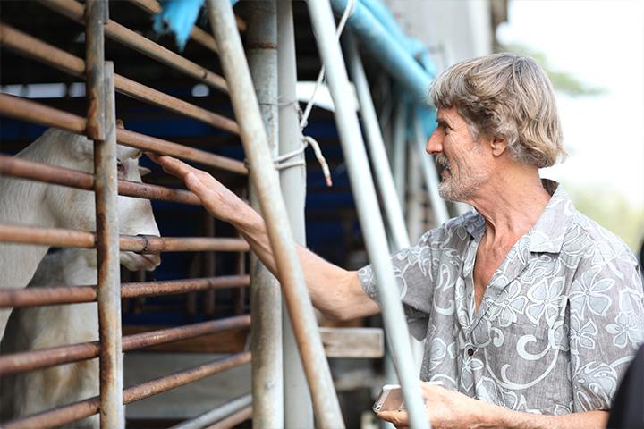 塔托博士參訪由原本的乳羊畜牧場改造而成的臺南關廟護生教育示範園區,讚許護生園是能夠啟發人們關愛動物的典範