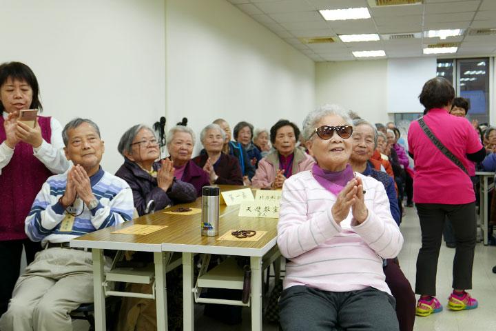 福智長青班,重燃長者的學習樂趣,展現璀燦人生