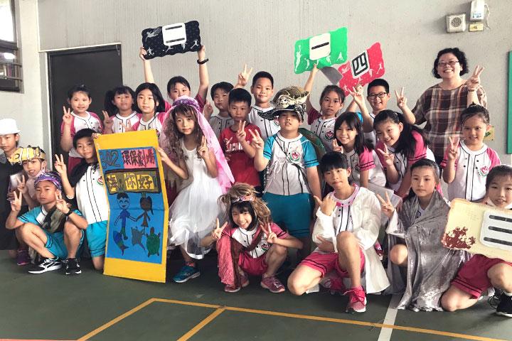 台南市新泰國小學生們透過戲劇演出傳遞減塑理念