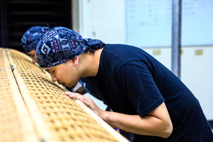 慈心淨源茶場製茶團隊遍尋名師學習製茶,迄今已擁有9種製茶技術