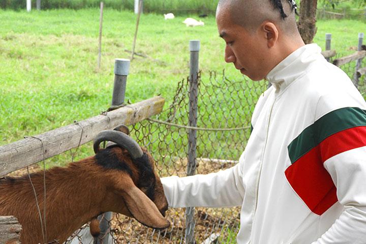 拳擊手李明鴻喜歡小動物,認為蔬食有益身體,也能保護生命