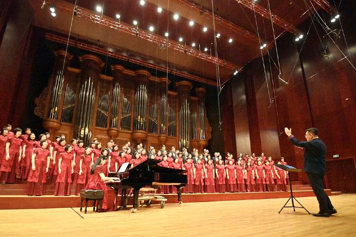 「真如的詩與歌」讚頌音樂會由知名合唱指揮古育仲老師,帶領夢蓮花讚頌合唱團獻唱讚頌