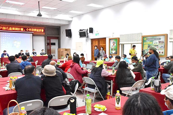 臺東南迴四鄉、達魯瑪克的農民參與「臺東小米復耕」座談會,與政府、慈心面對面交流