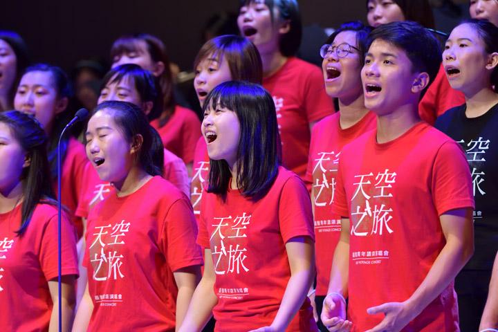 「2021天空之旅福青讚頌演唱會—芳霏谷」,唱出「觀功念恩」的學習,培養關心社會的志向