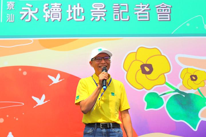 慈心有機農業發展基金會執行長蘇慕容說明網仔寮汕海岸造林計畫之展望