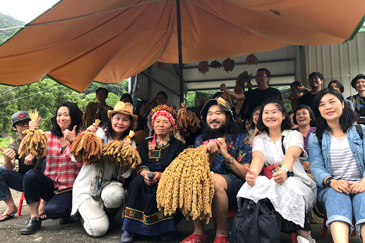 慈心有機農業發展基金會、綠色餐飲指南、臺東部落長者及族人、綠色餐廳廚師攜手支持本土小米