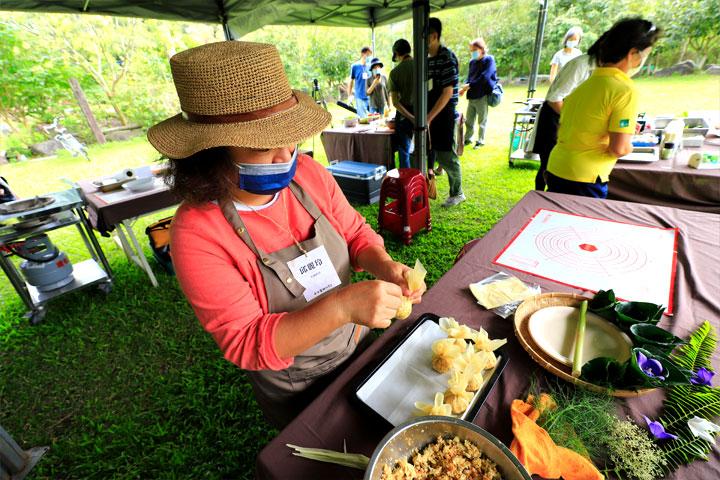 綠色餐廳廚師參加慈心、綠色餐飲指南合辦「小米食材研究會」實地走訪產地、認識本土小米文化,發揮創意設計小米蔬食料理