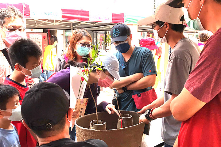 福智佛教基金會於金門舉辦「2021福智幸福列車」活動圓滿,帶大家利用水寶盆種樹護生