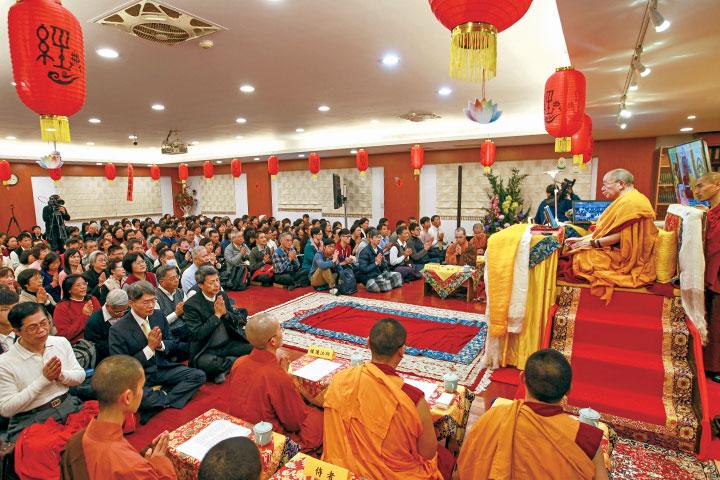 2018 年 2 月 23 日,仁波切蒞臨台北學苑十三樓佛堂宣講《功德之本頌》。 (攝影/蘇翠玲)