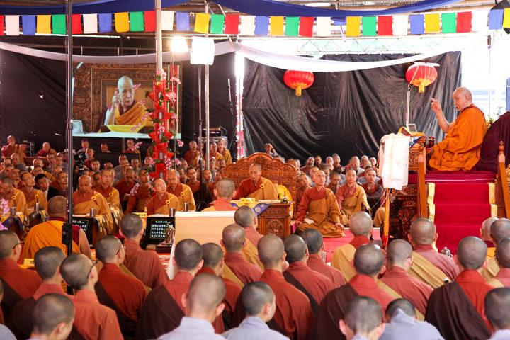 仁波切在南印度是一位桃李滿門的經教師,格外理解僧伽教育不易。