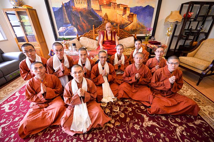 仁波切讚歎師父建教立僧成果斐然:「我要的東西,都在你們這裡。我要辯論,你們會辯論;我講五大論,你們聽得懂五大論;我宣講佛法,你們很多人想聽;教法需要僧才,你們有很多僧才……」。