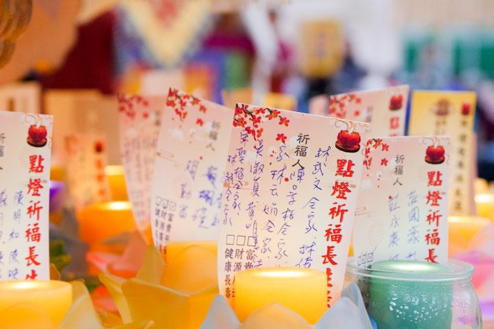 昔日佛陀於正月初一至十五日接受人天廣大供養,並以神變擊敗六師外道,是印藏兩地千百年來於新春期間舉辦祈願法會的緣起。