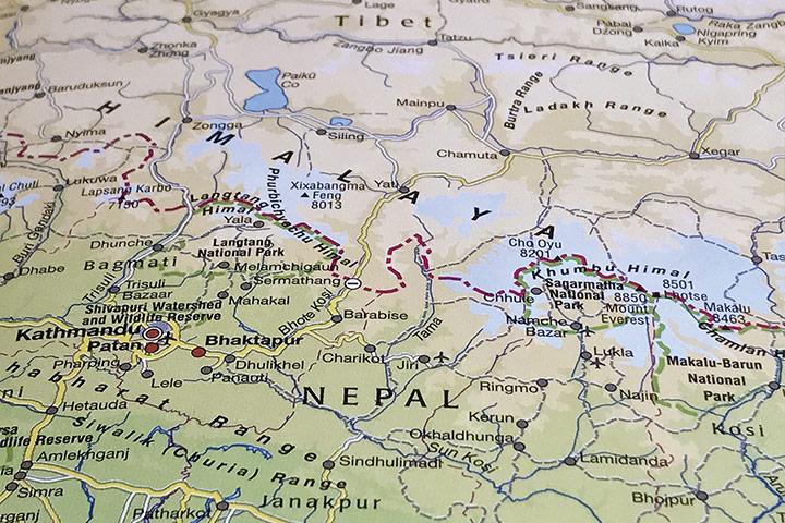 藏地方言歧異大,可能隔座山,就聽不懂對方在說什麼了。類似閩南語跟客家話的差距。