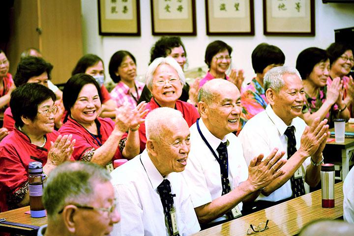 我們這一班:古音念誦韻味長,古稀寶階生增上——板橋教室臺語廣論班