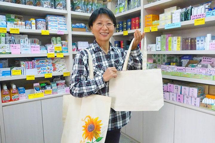 店家鼓勵消費者自備環保袋