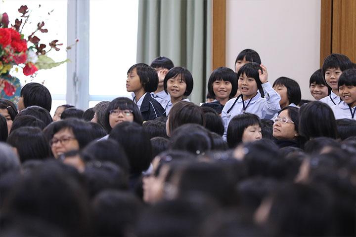 大家踴躍的想與真如老師互動