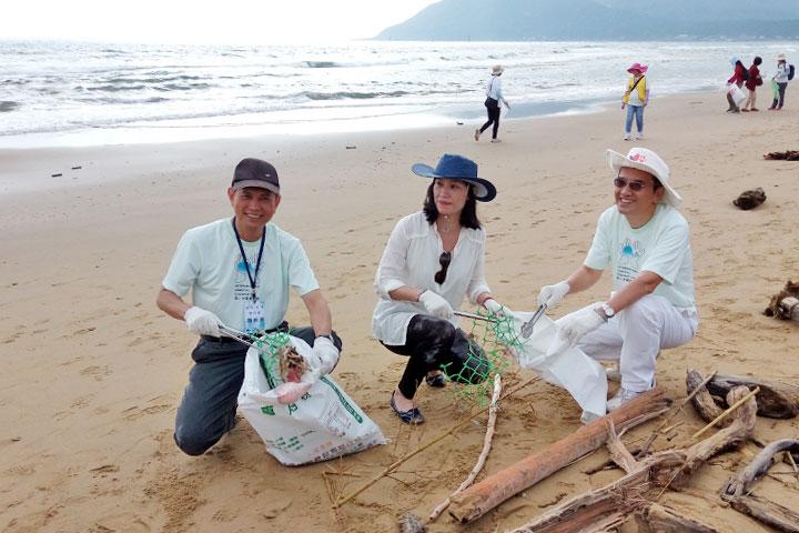 福智團體執行長賴錫源(左)、新北市政府秘書許育寧(中)、考試委員蔡良文(右)