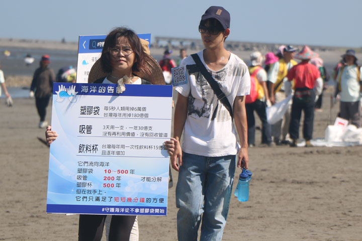 用過即丟的塑膠垃圾已經造成海洋的危害