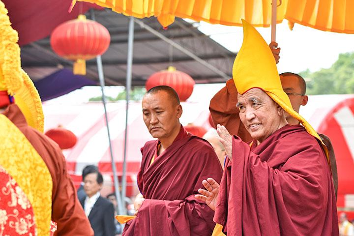 104 任甘丹赤巴——洛桑丹增仁波切入場