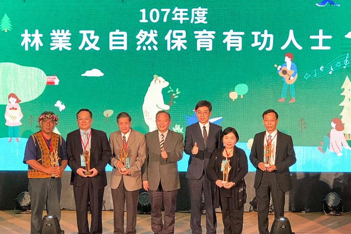 慈心基金會執行長蘇慕容推動「綠色保育標章」,獲選「107 年林業及自然保育有功人士」。