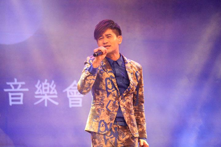 吳俊宏演唱「月光下」
