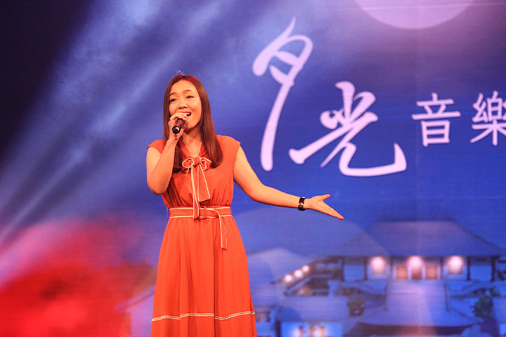 金曲獎歌后張艾莉演唱「凝眸」